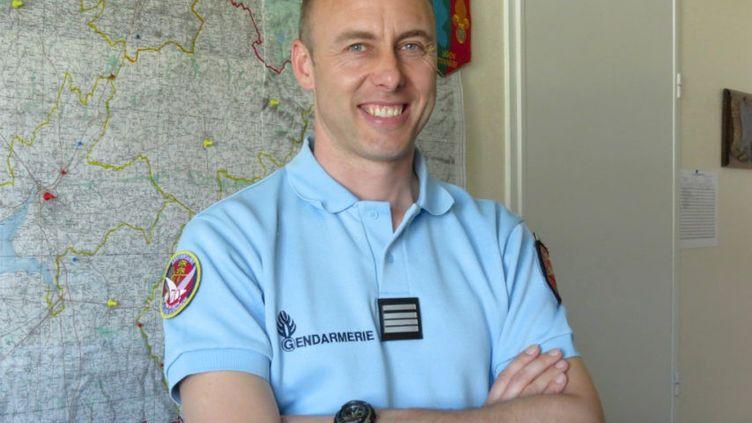 Le lieutenant-colonel de gendarmerie Arnaud Beltrame, mort samedi 24 mars 2018 après s'être substitué à une otage du tueur jihadiste de l'Aude. (LA GAZETTE DE LA MANCHE / AFP)