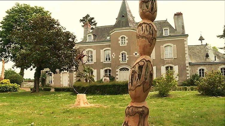 Uns sculpture de Jimmix dans le parc du cha^teau dela Montchevalleraie (G. Rihet /France Télévisions)