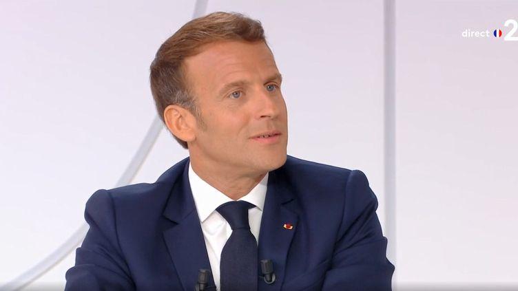 Le président de la République, Emmanuel Macron, lors d'un entretien télévisé le mardi 14 juillet 2020. (FRANCE 2)
