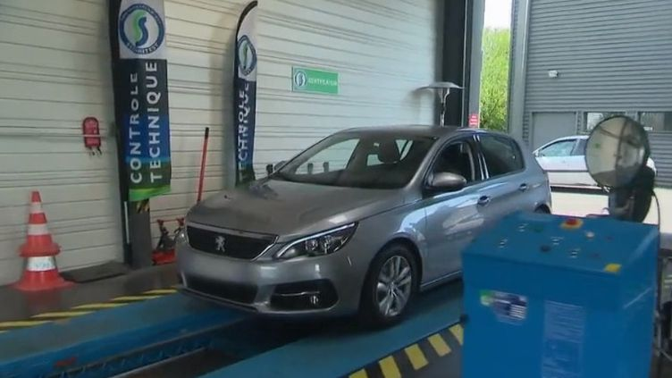 """Plus sévère, le contrôle technique évolue pour les véhicules diesel. Il avait été reporté en janvier 2019 avec la crise des """"gilets jaunes"""". (FRANCE 2)"""