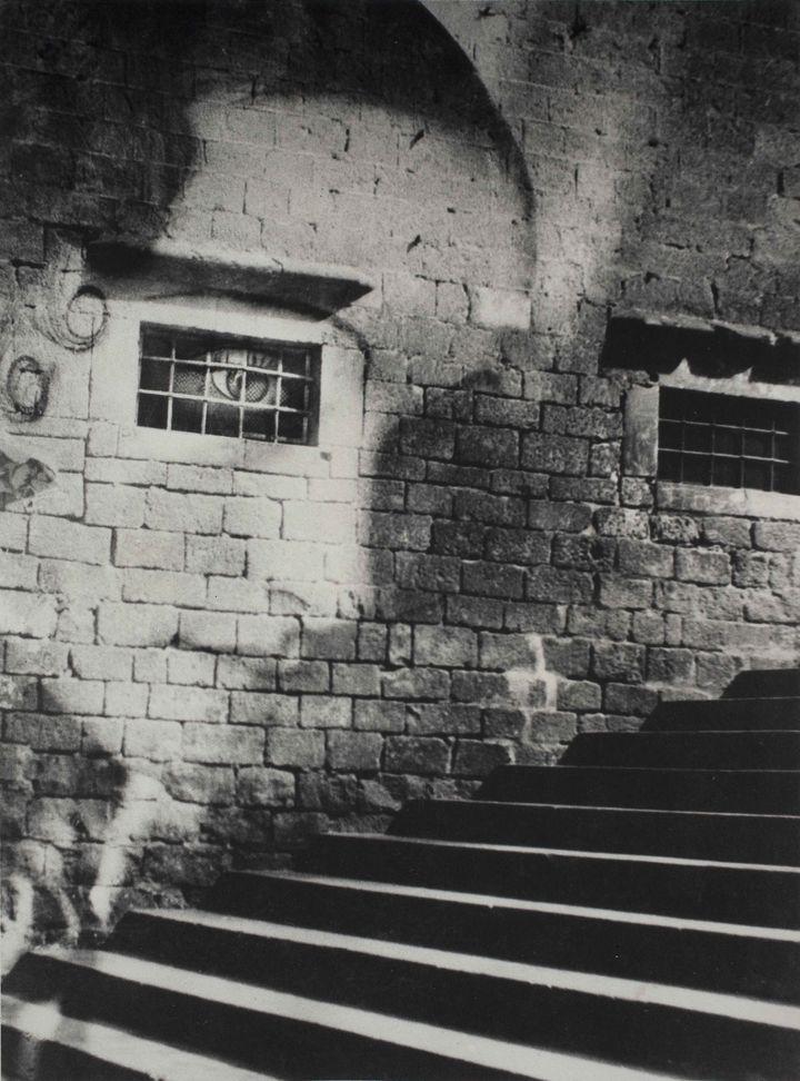 Kati Horna, Subida a la catedral (Montée à la cathédrale), guerre civile espagnole, Barcelone, 1938, Archivo Privado de Fotografía y Gráfica Kati y José Horna  (2005 Ana María Norah Horna y Fernández)