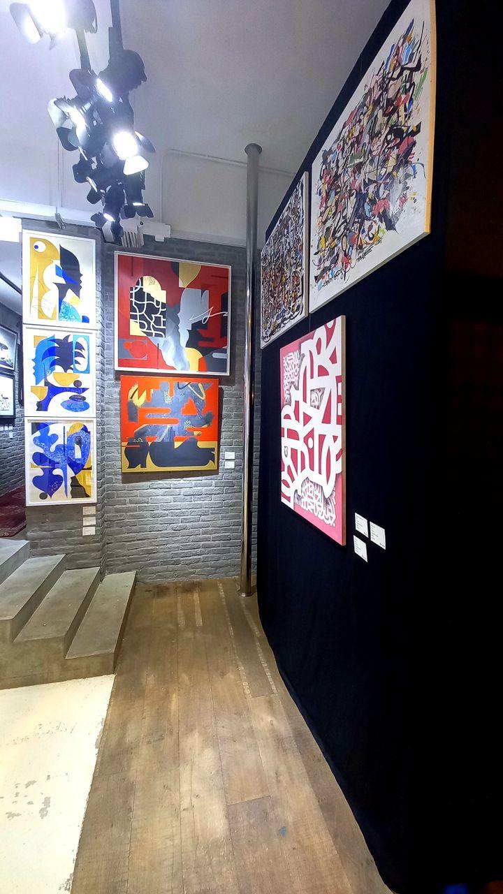"""L'intérieur de la galerie de Baptiste Droniou : """"Depuis le mois de janvier, ça revient à la normale. Je revois des clients, des collectionneurs, il y a un semblant d'avant"""" (Epicerie Fine Art)"""