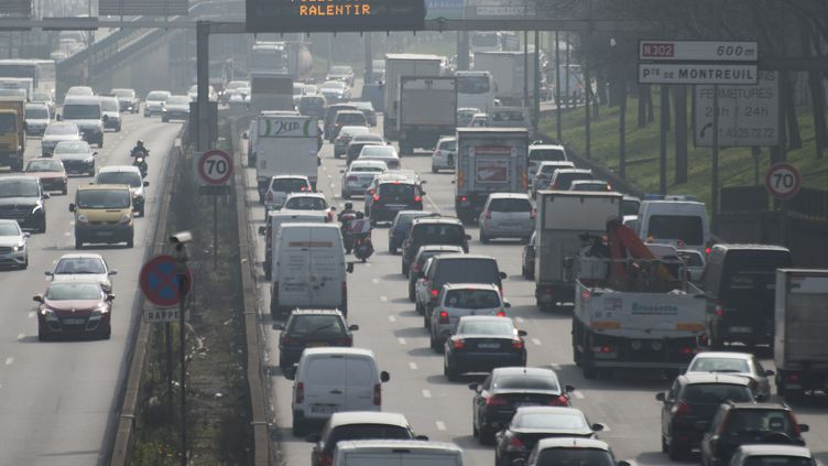 Le transport routier émet à lui seul 94 % des émissions de gaz à effet de serre du secteur des transports en 2016. (photo d'illustration) (MARTIN BUREAU / AFP)