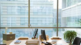 Un bureau vide en entreprise. Photo d'illustration. (SIGRID OLSSON 