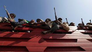 Des miliciens Amhara à Sanja, en Ethiopie, le 9 novembre 2020. (TIKSA NEGERI / REUTERS)
