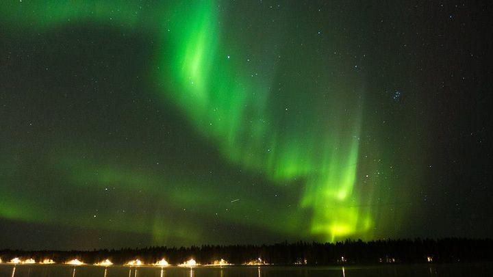"""Une aurore boréale au-dessus d'Umeå, en Suède. """"Je travaille pour les laboratoires, les universités et les hôpitaux."""" (LUCAS DE BONDELON)"""