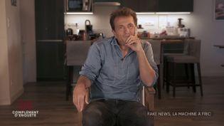 """Accusations de complotisme : Pierre Barnérias, le réalisateur de """"Hold-up"""", les rejette et défend son film dans """"Complément d'enquête"""" (COMPLÉMENT D'ENQUÊTE/FRANCE 2)"""