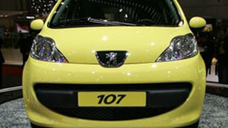 Les modèles rappelés par PSA concernent certains modèles des Peugeot 107 et Citroën C1. (AFP - Philippe Desmazes)