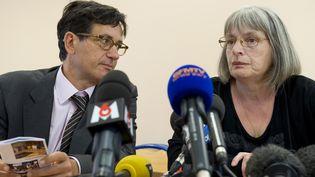 Didier Seban, avocat de l'associationChristelle en compagnie deMarie-Rose Bletry, la mère de Chistelle àBlanzy (Saone-et-Loire), le 12 septembre2014. (THIERRY ZOCCOLAN / AFP)
