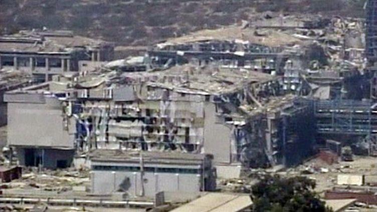 Bâtiments soufflés par une série d'explosions survenue dans une base navale du sud de Chypre (France 2)