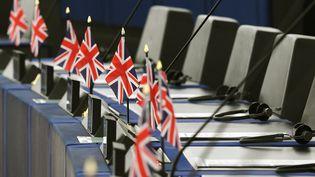 Les drapeaux du Royaume-Uni sur les bureaux des eurodéputés au Parlement européen à Strasbourg, le 17 septembre 2019. (FREDERICK FLORIN / AFP)