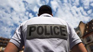 Un officier de la police nationale, à Strasbourg, le 7 juillet 2015. (MAXPPP)