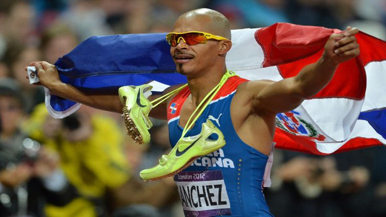Felix Sanchez renversant sur 400 m haies  (JEWEL SAMAD / AFP)