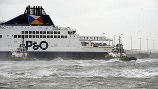 Le Pride of Kent de la compagnie P&O Ferries échoué dans le port de Calais, le 10 décembre 2017. (MAXPPP)