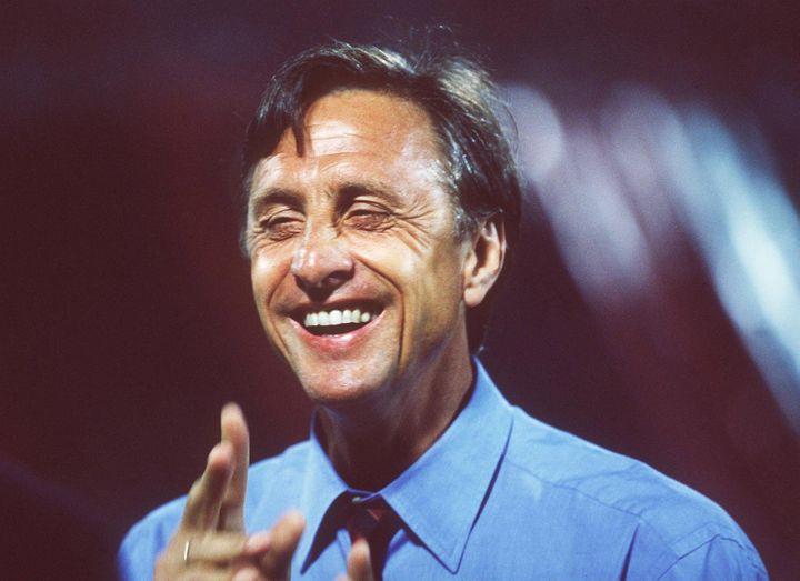 L'entraîneur du Barça Johan Cruyff, lors de la saison 1993-1994, à Barcelone (Espagne). (MICHAEL KUNKEL / GETTY IMAGES CLASSIC)