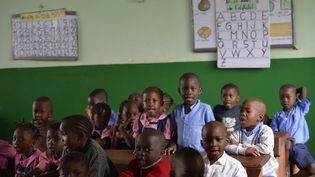 Des écoliers dans une écolede Bangui (Centrafrique), le 3 avril 2014. (MIGUEL MEDINA / AFP)