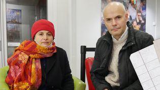 Myriam Djebour etMichel Ferry, dans leur cinéma Les Carmes à Orléans (Loiret). (MATHIEU LEHOT / FRANCEINFO)