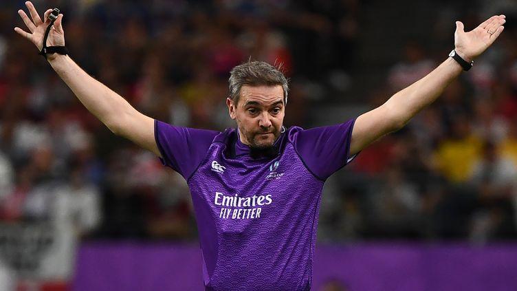 L'arbitre français Jerome Garces lors des quarts de finale de la Coupe du monde de rugby au Japon 2019, arbitrera la finaleentre l'Angleterre à l'Afrique du Sud samedi. (GABRIEL BOUYS / AFP)
