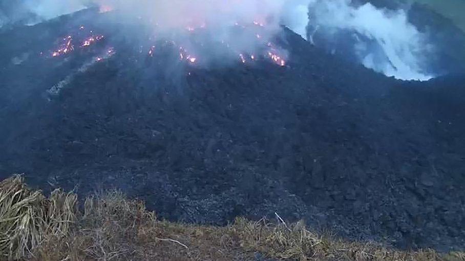 Saint-Vincent : l'éruption du volcan de la Soufrière force la population à fuir