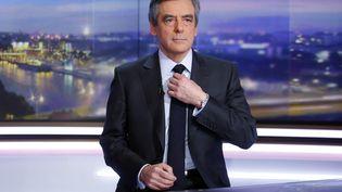 """François Fillon, alors candidat à la présidentielle, au """"20h"""" de TF1, le 26 janvier 2017. (PIERRE CONSTANT / AFP)"""