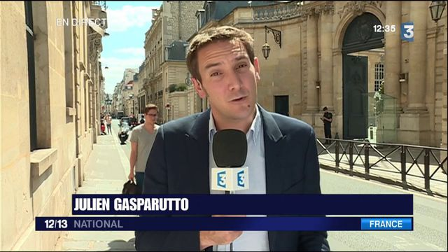 """Christophe Castaner dénonce une """"mise en scène"""" de la démission du général Pierre de Villiers."""