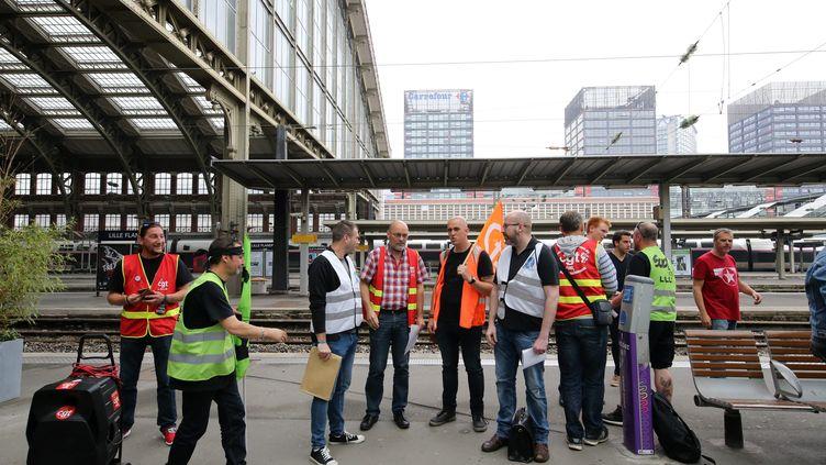 Assemblée de cheminots à la gare de Lille, le 24 mai 2018. (MAXPPP)