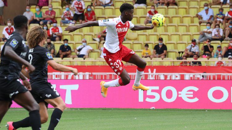 Le défenseur monégasque Benoit Badiashile a permis à Monaco, mené 2-0 en première période, d'égaliser (2-2). (VALERY HACHE / AFP)