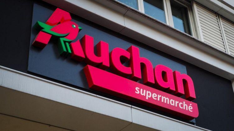 L'enseigne d'Auchan, en février 2019 à Paris. (RICCARDO MILANI / HANS LUCAS / AFP)