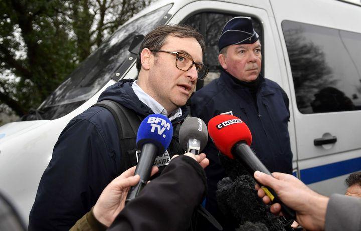 Jean-René Personnic, lepatron de la Police judiciaire de Nantes, lors d'une conférence de presse àPont-de-Buis (Finistère), le 8 mars 2017. (FRED TANNEAU / AFP)