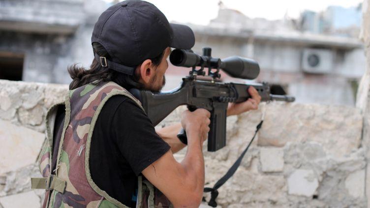 Un combattant rebelle à Alep (Syrie), le 24 septembre 2013. (MAHER HASROOMY / AFP)