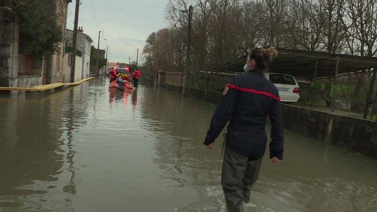 À Cognac, de nombreuses rues sont inondées. (FRANCEINFO)