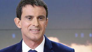 Manuel Valls a défendu son bilan et sa candidature au JT de 20h de France 2, mardi 6 décembre. (LIONEL BONAVENTURE / AFP)
