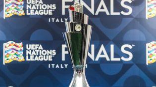 Le trophée de la Ligue des nations, présenté le 6 octobre à Milan, avant le début de la phase finale (JAKUB PORZYCKI / NURPHOTO)