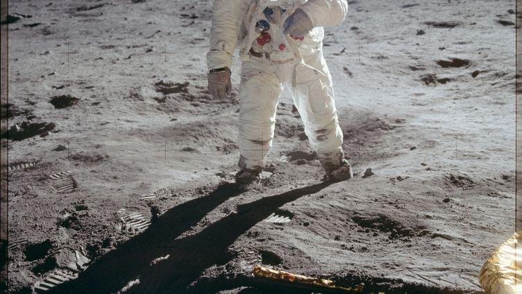 Un astronaute américain, sur la Lune, le 20 juillet 1969. (PROJECT APOLLO ARCHIVE / FLICKR)
