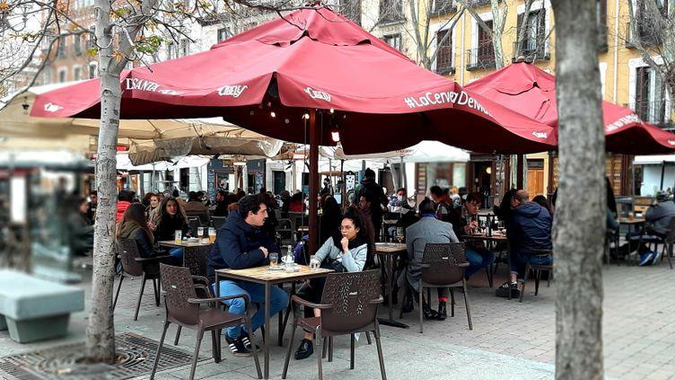 La terrasse d'un bar à Madrid, en janvier 2021. (VALENTIN DUNATE / RADIO FRANCE)