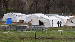 Les tentes installées dans Central Park, à New York (Etats Unis), pour faire face à l'afflux de malades du coronavirus dans les hôpitaux de la ville (ANGELA WEISS / AFP)