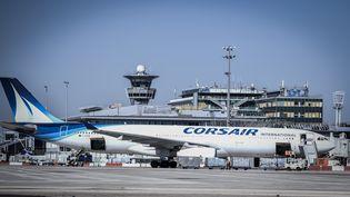 Un A330 de Corsair sur le tarmac à l'aéroport d'Orly (Val-de-Marne). (STEPHANE DE SAKUTIN / AFP)