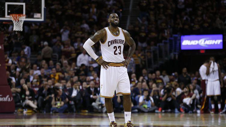 La déception de LeBron James (Cleveland Cavaliers) (EZRA SHAW / GETTY IMAGES NORTH AMERICA)