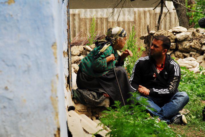 Pendant l'interview dans le village de Jora de Mijloc, Moldavie. (Aleksey Kasyanov / Yahad-In Unum)