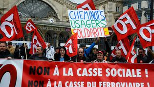 Manifestation de cheminots devant la gare de l'Est, le 3 avril 2018 à Paris.  (Getty Images)