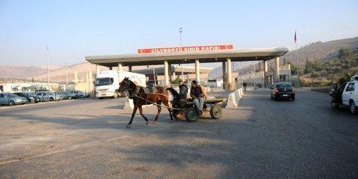 A la frontière entre la Syrie et la Turquie à Cilvegozu, dans la province turque de Hatay (AFP - BULENT KILIC)