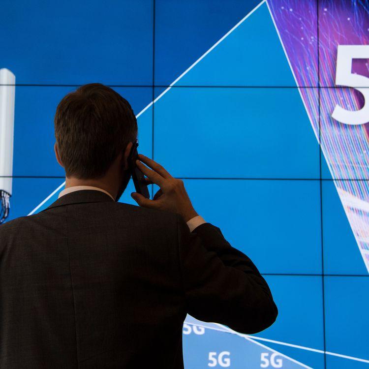 La 5G va permettre d'atteindre le niveau de la fibre en multipliant le débit des données par 10 sur appareil mobile. (BORIS ROESSLER / DPA / AFP)