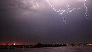 Un orage au-dessus de Bordeaux, le 18 juillet 2014. (MAXPPP)