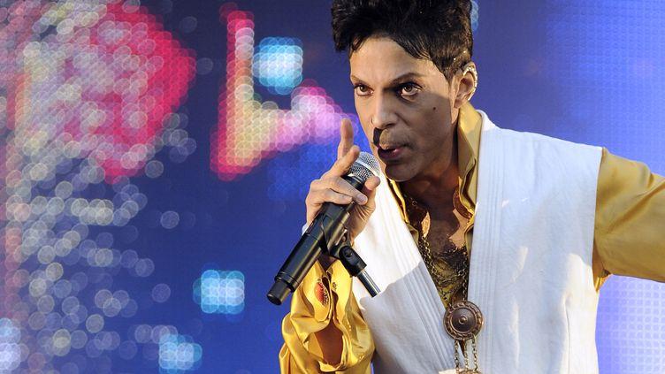 Le chanteur Prince donne un concert au Stade de France, à Saint-Denis, le 30 juin 2011. (BERTRAND GUAY / AFP)
