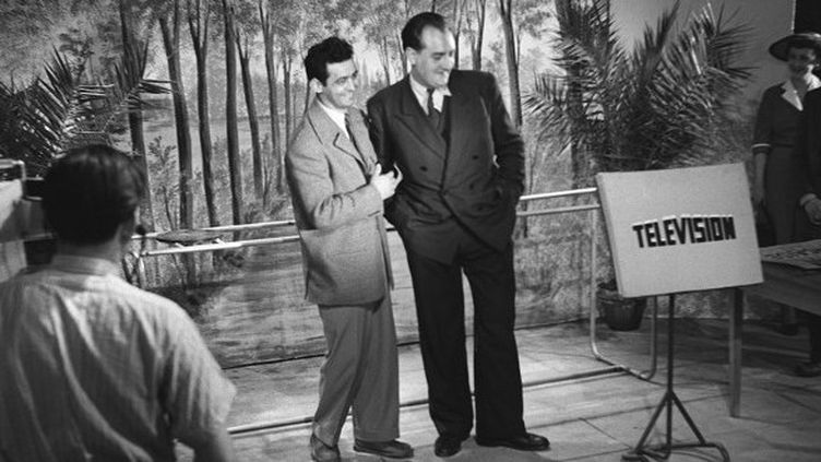Pierre Sabbagh et Pierre Tchernia dans un studio de Cognacq Jay en 1951  (CHARLES PROST / INA)