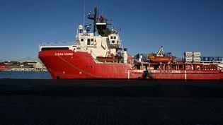 """Le bateau de l'ONG SOS Méditerranéel'""""Ocean Viking"""", le 29 décembre 2020, à Marseille. (NICOLAS TUCAT / AFP)"""