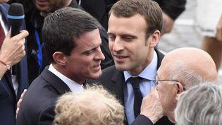 """Manuel Valls réunit aujourd'hui ses proches dans un climat de tension au Parti socialiste où le candidat à l'élection présidentielle, Benoît Hamon, soupçonne certains d'organiser sa """"mise à mort"""". (DOMINIQUE FAGET / AFP)"""
