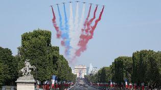 La Patrouille de France survole les Champs-Elysées à Paris, le 14 juillet 2018. (LUDOVIC MARIN / AFP)