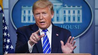 Donald Trump lors de sa conférence de presse quotidienne sur le coronavirus, à la Maison blanche, à Washington, le 23 avril 2020. (MANDEL NGAN / AFP)