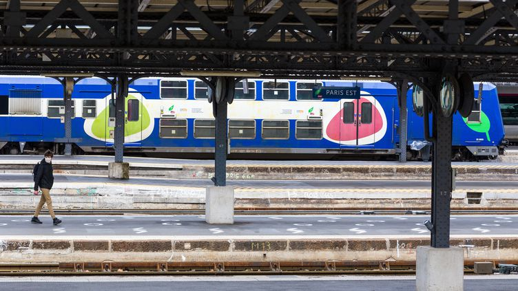 A la gare de l'Est, le 11 mai 2020, à Paris. (AMAURY CORNU / HANS LUCAS VIA AFP)